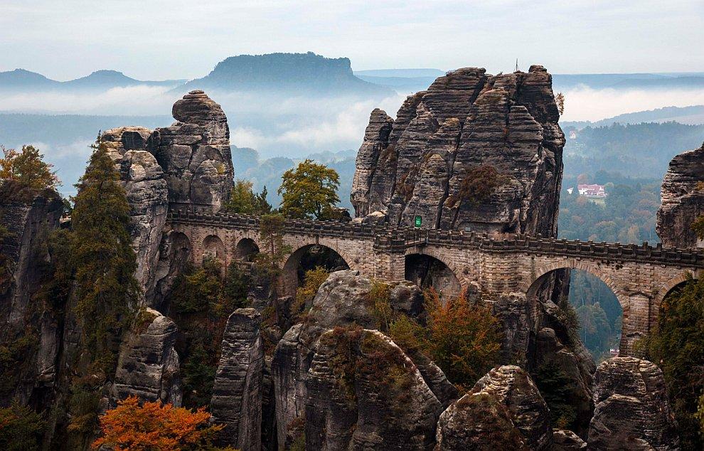 Басдай — формация из песчаных скал со смотровой площадкой в Саксонской Швейцарии