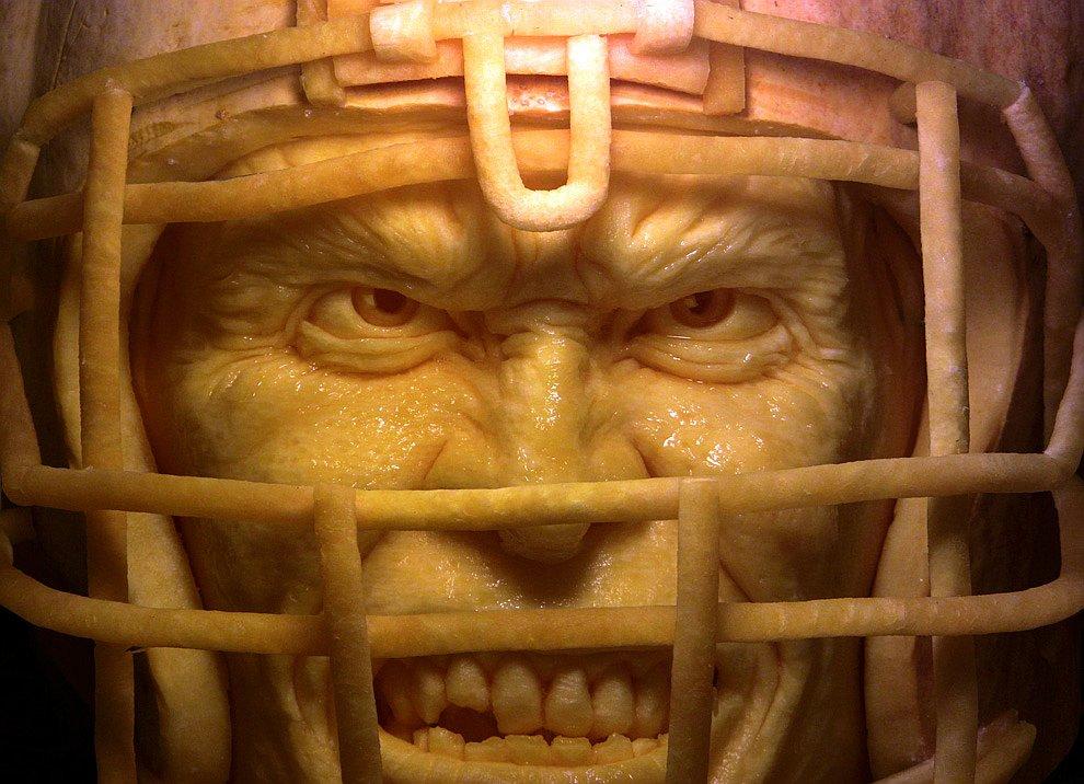 Искусство карвинга: лица из тыкв. Ray Villafane