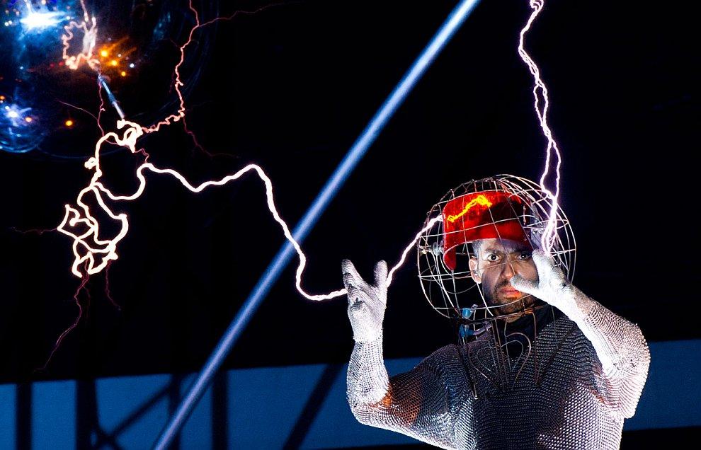 Иллюзионист Дэвид Блейн и его электрическое шоу
