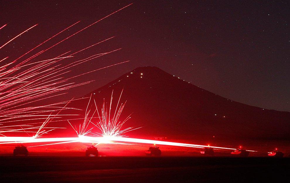 Ночные учения японцев на танках к западу от Токио