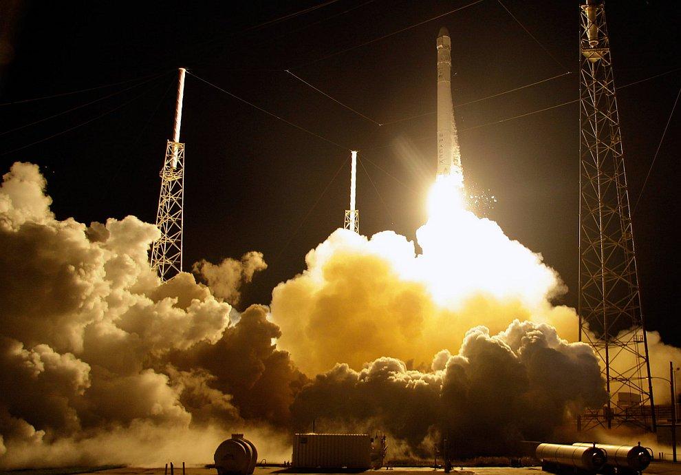 Старт ракета-носителя Falcon 9 с мыса Канаверал