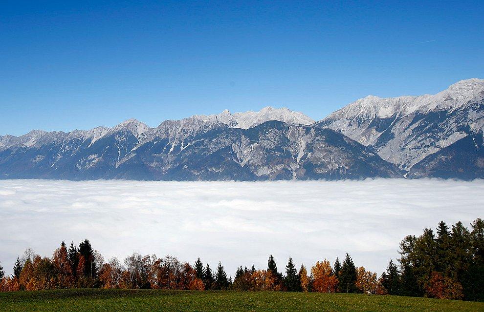 Осенний туман в австрийской провинции Тироль,