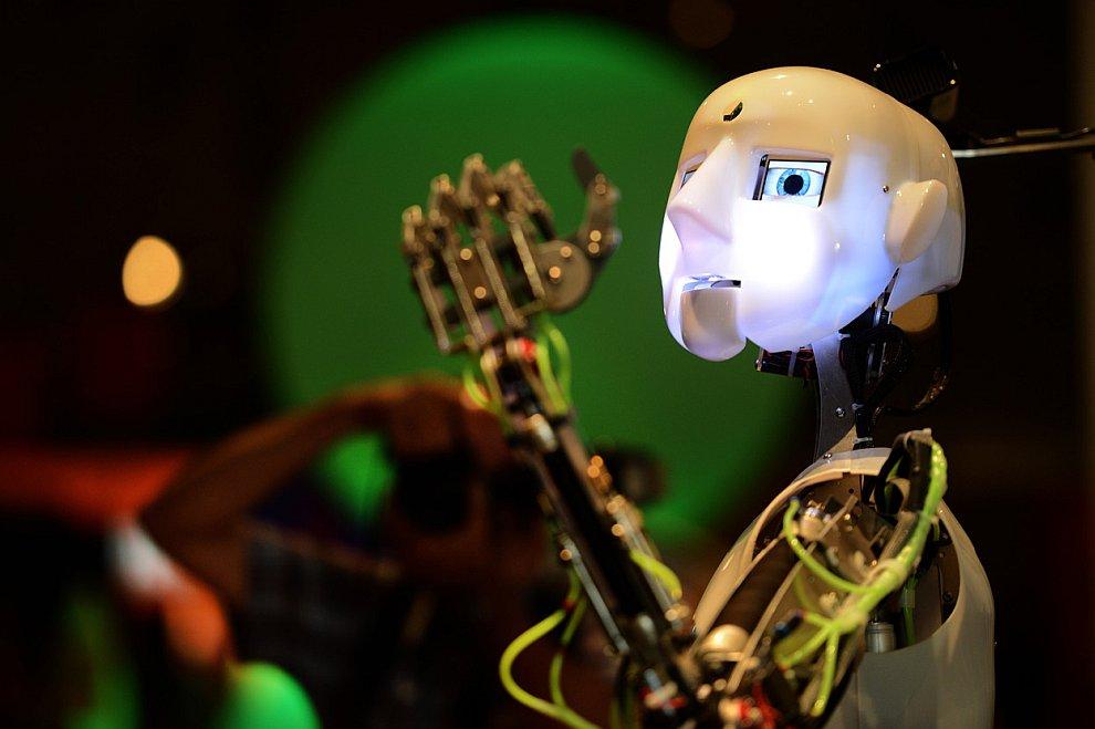Робот на выставке в Эссене, Германия