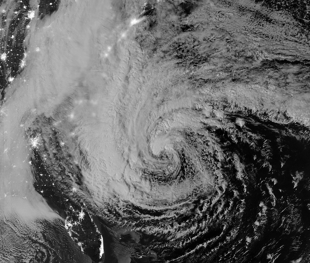 Ночной спутниковой снимок урагана Сэнди