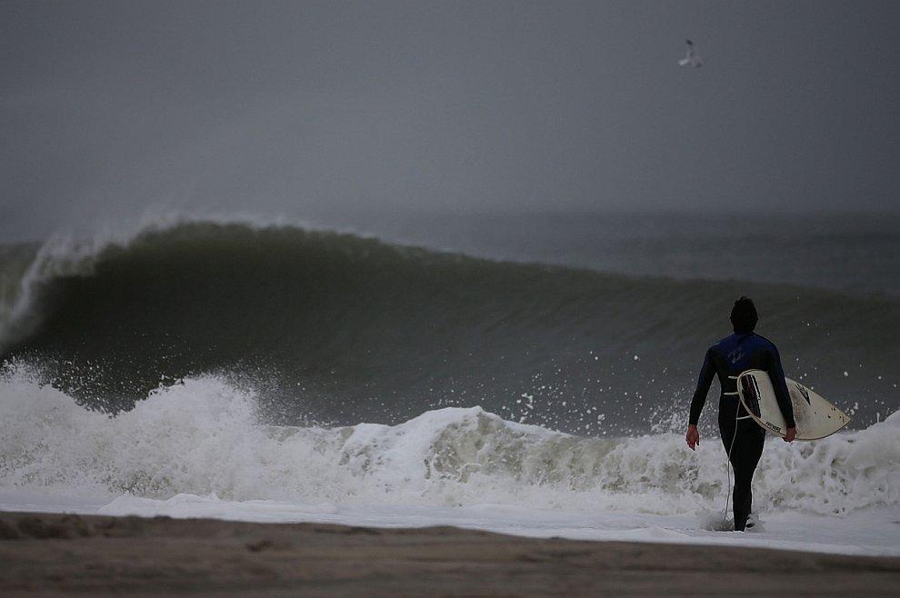 Тем временем, ураган Сэнди медленно продвигался на север
