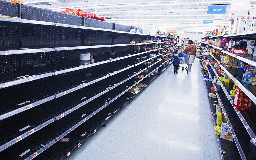 Нью-Йорк перед ударом стихии: люди скупают продукты, спички, свечи и консервы