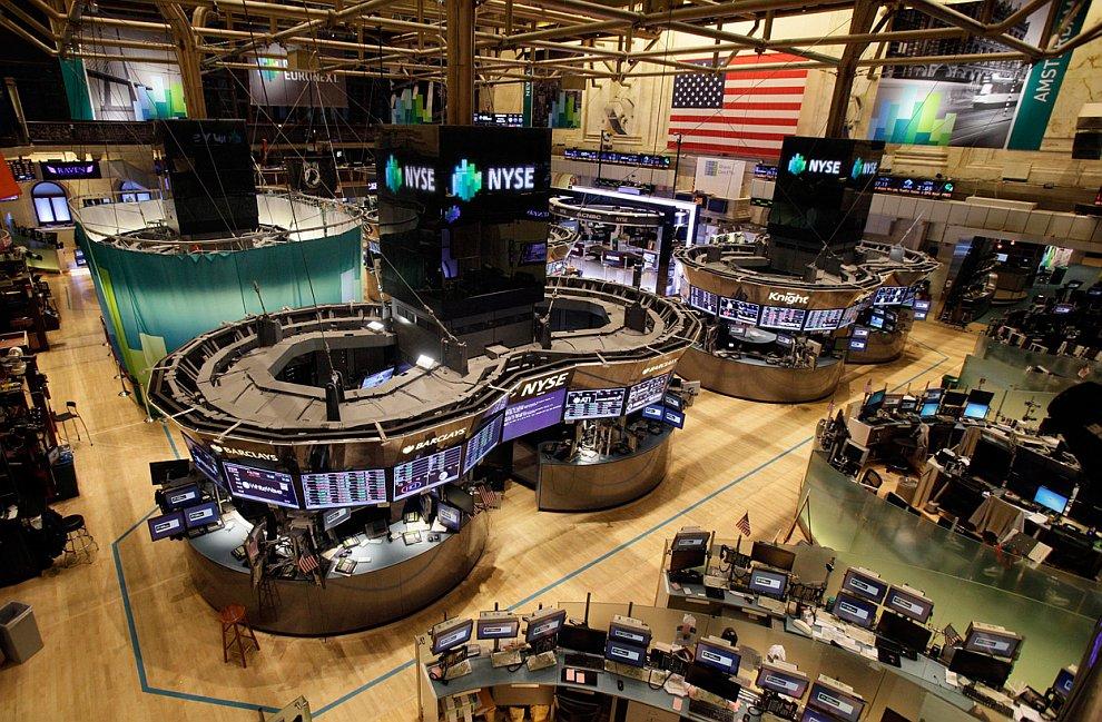 Крупнейшая в мире Нью-Йоркская фондовая биржа и электронная биржа NASDAQ будут закрыты как минимум в понедельник-вторник по метеоусловиям