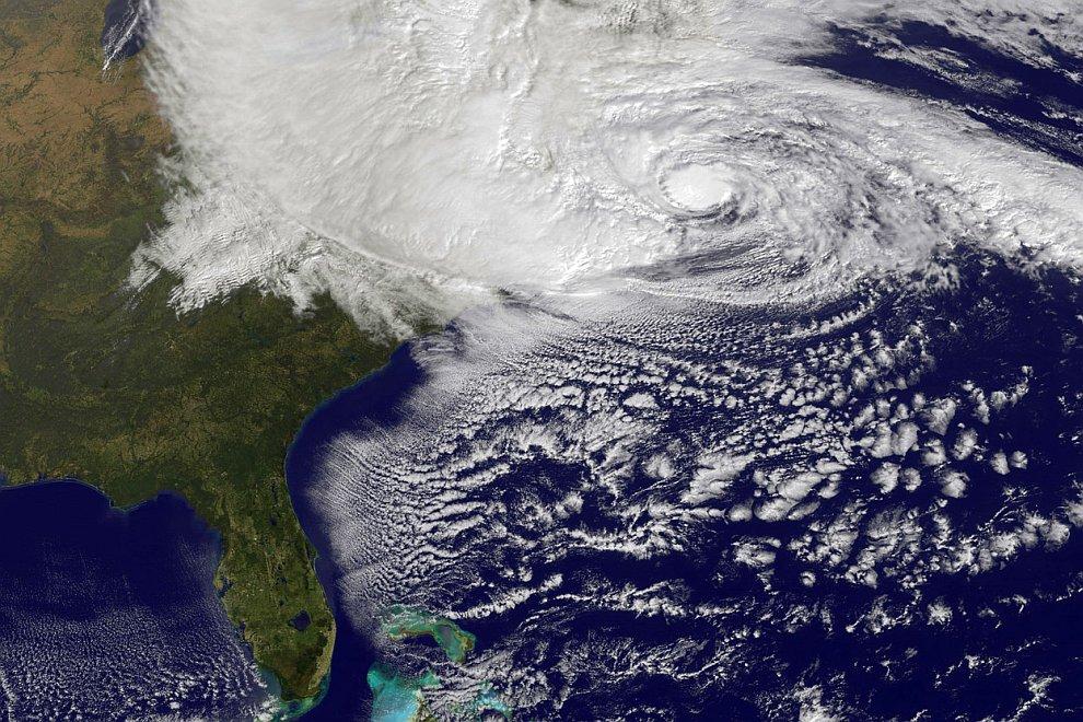 Вид на ураган Сэнди со спутника