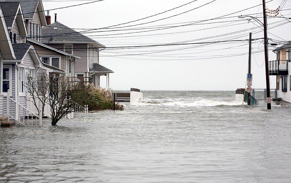 Затопленные улицы в городе Милфорд, штат Коннектикут
