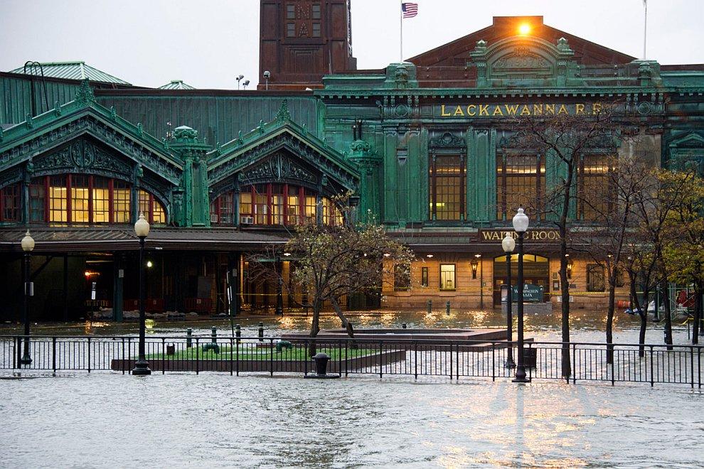Затопленный вокзал в  Хобокене, Нью-Джерси