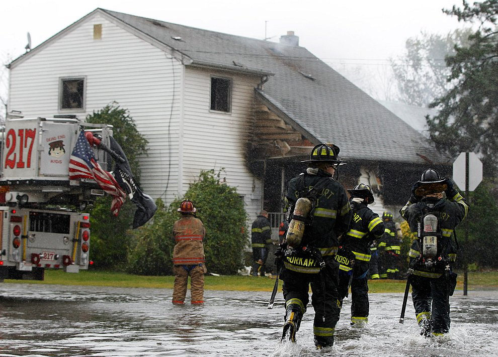 При такой погоде дома умудрялись еще и гореть