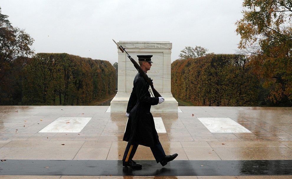 Солдат всегда на посту. Национальное кладбище в Арлингтоне, штат Вирджиния