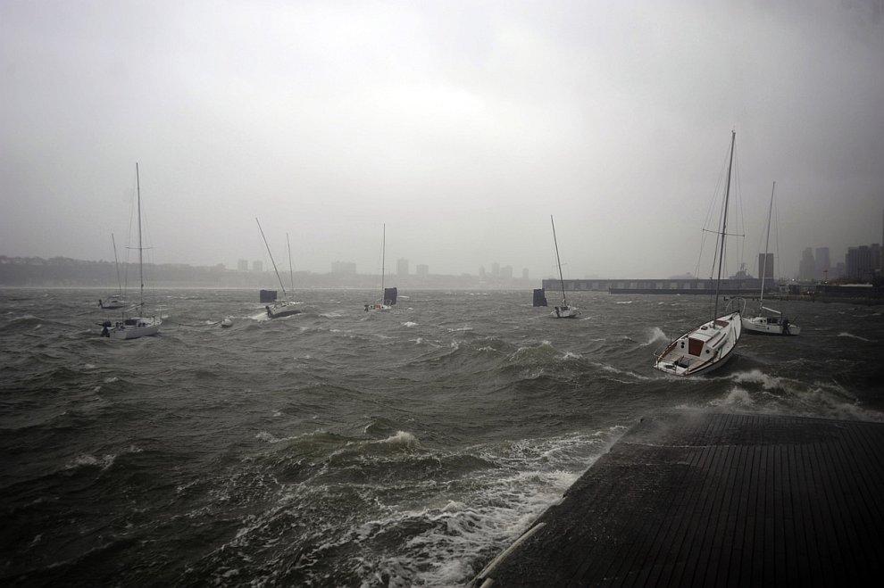 Река Гудзон во время шторма