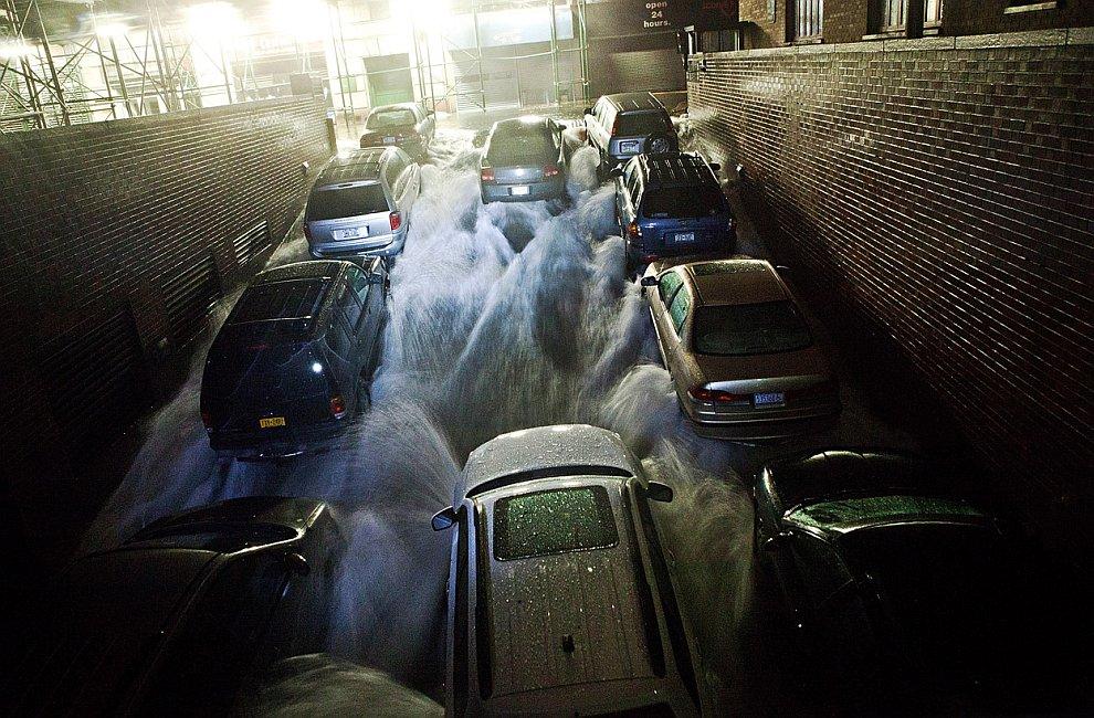 Подземные паркинги в Нью-Йорке ушли под воду вместе с тысячами автомобилей