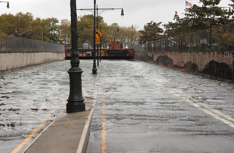 Многие миллионы долларов потребуются, чтобы откачать воду с затопленных станций метро, паркингов и тоннелей