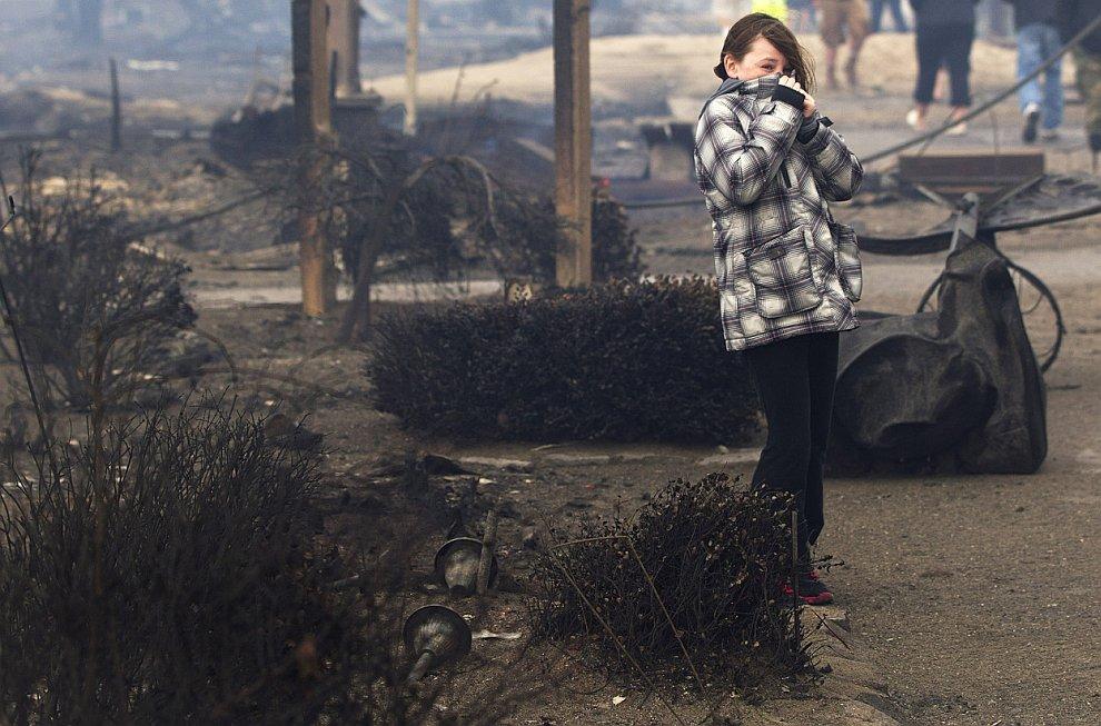 От 80 до 100 домов уничтожены сильным пожаром в районе Куинс в Нью-Йорке
