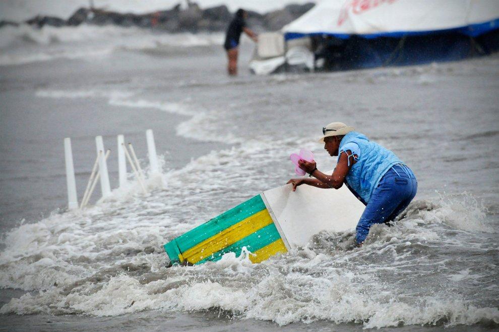 Тропический шторм «Эрнесто»