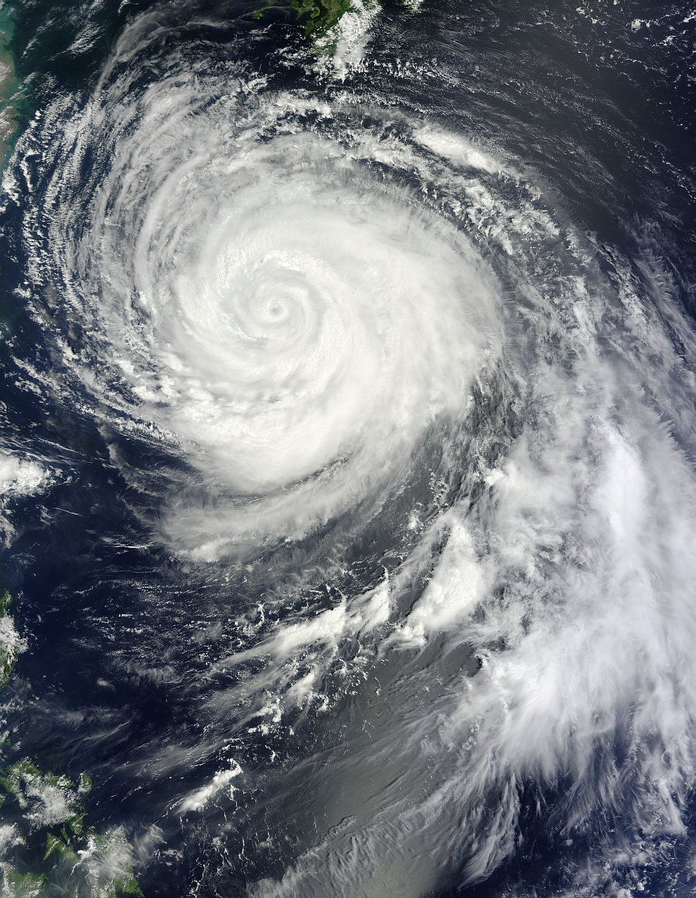 Вид из космоса на Тайфун «Болавен»