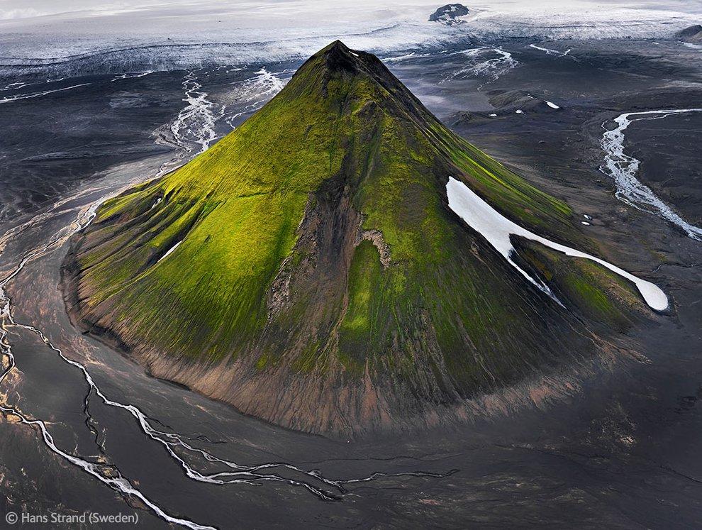 Потухший вулкан Маелифелл в Исландии