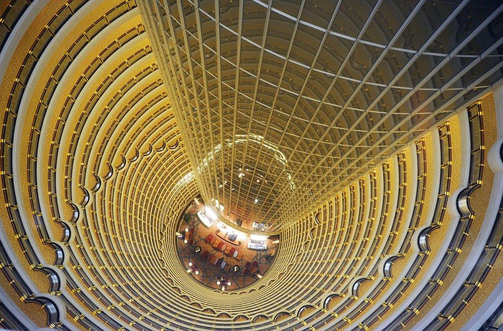 Внутри офисной башни Jin Mao в финансовом районе Пудун