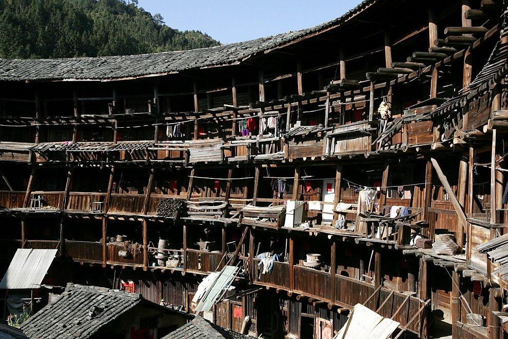 Тулоу — в китайской архитектуре жилой комплекс крепостного типа