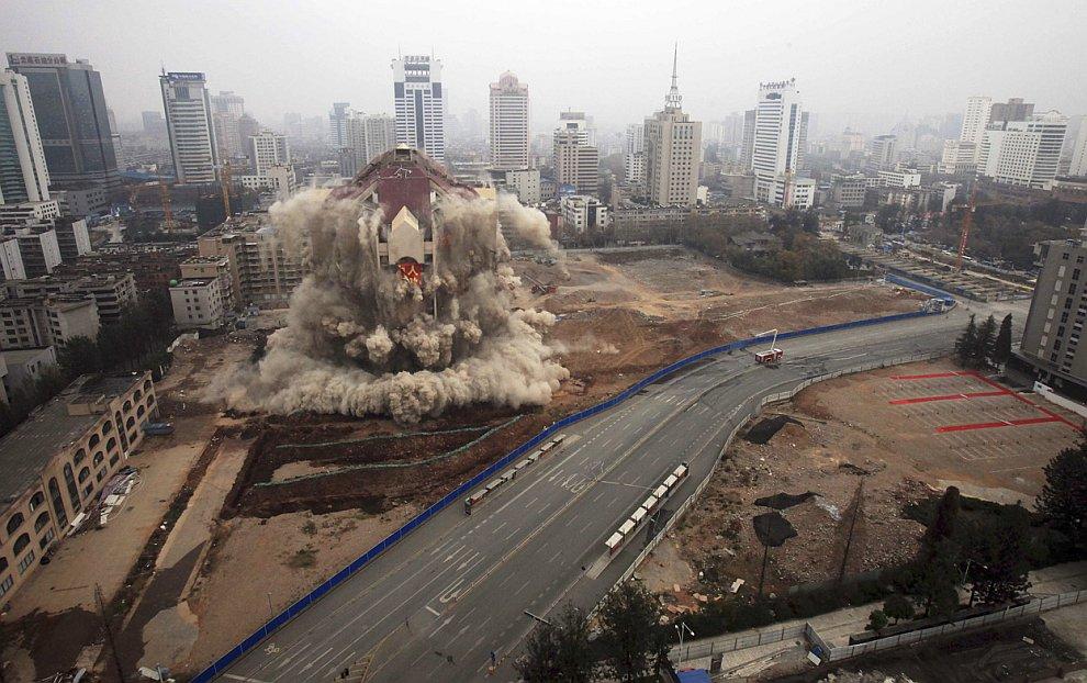 Снос здания контролируемым взрывом
