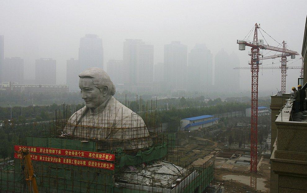 Возведение статуи китайскому политическому деятелю Сун Цинлин