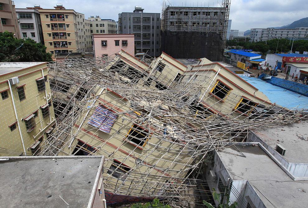 Рухнувшее строящееся здание в городе Чжухай