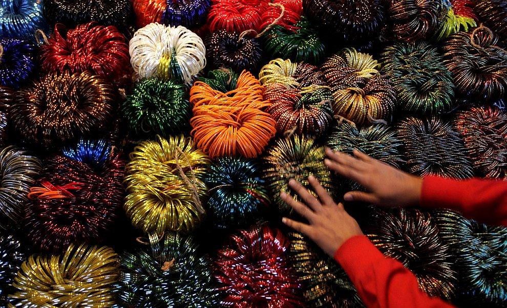 Лавка по продаже браслетов к празднику, Нью-Дели