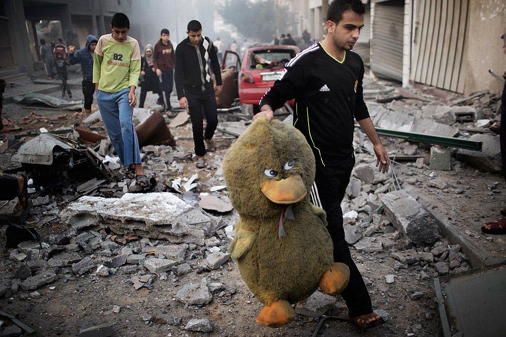 Улицы города Газа после авиаударов