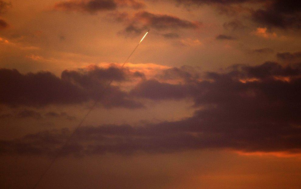 Палестинская ракета летит в сторону Израиля