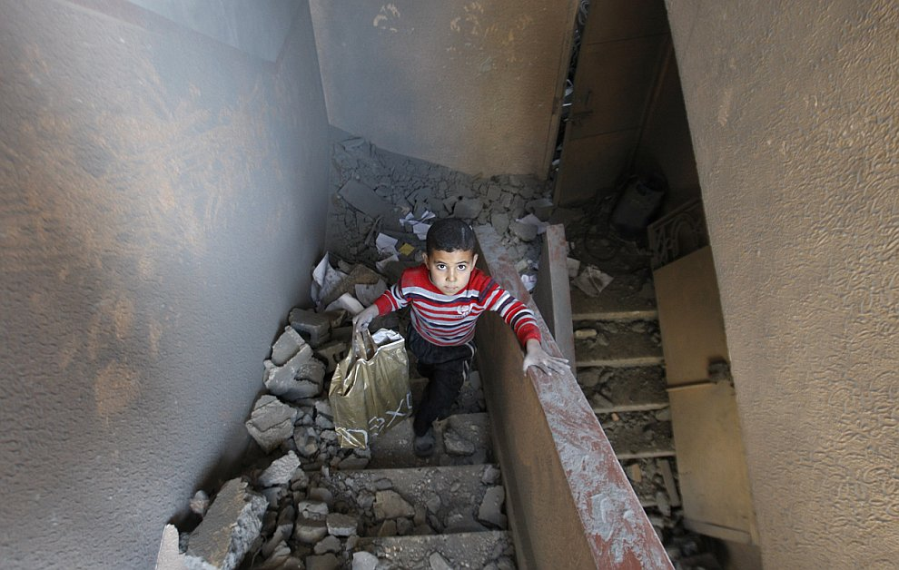 Полуразрушенный дом в городе Газа