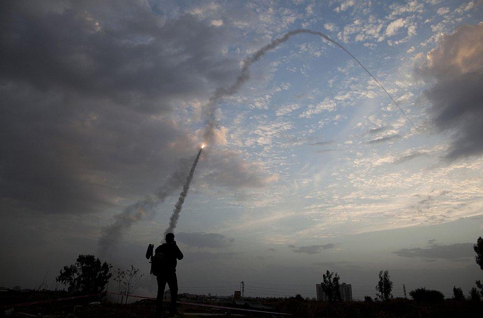 На фотографии как раз виден запуск ракеты из «Железного купола»