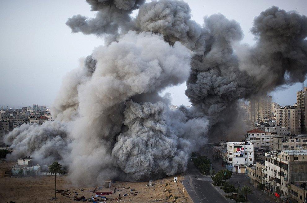 Прошедшей ночью Израиль выпустил с самолетов и кораблей около 100 ракет по сектору Газа