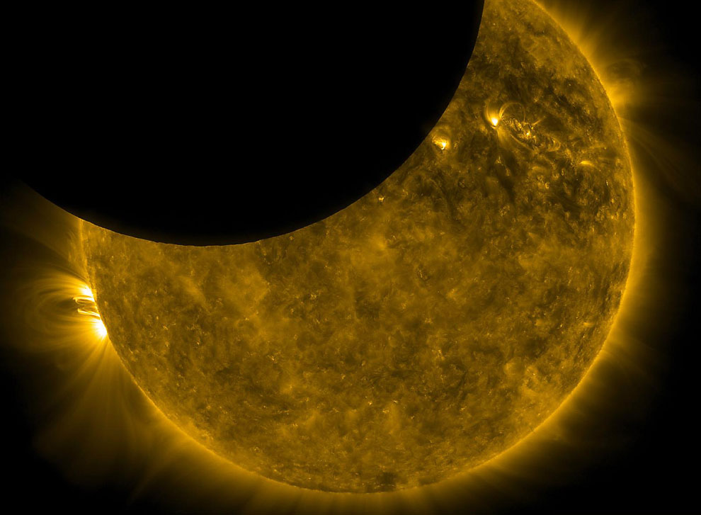 Диаметр Луны обладает удивительно правильным размером, позволяющим полностью закрывать Солнце