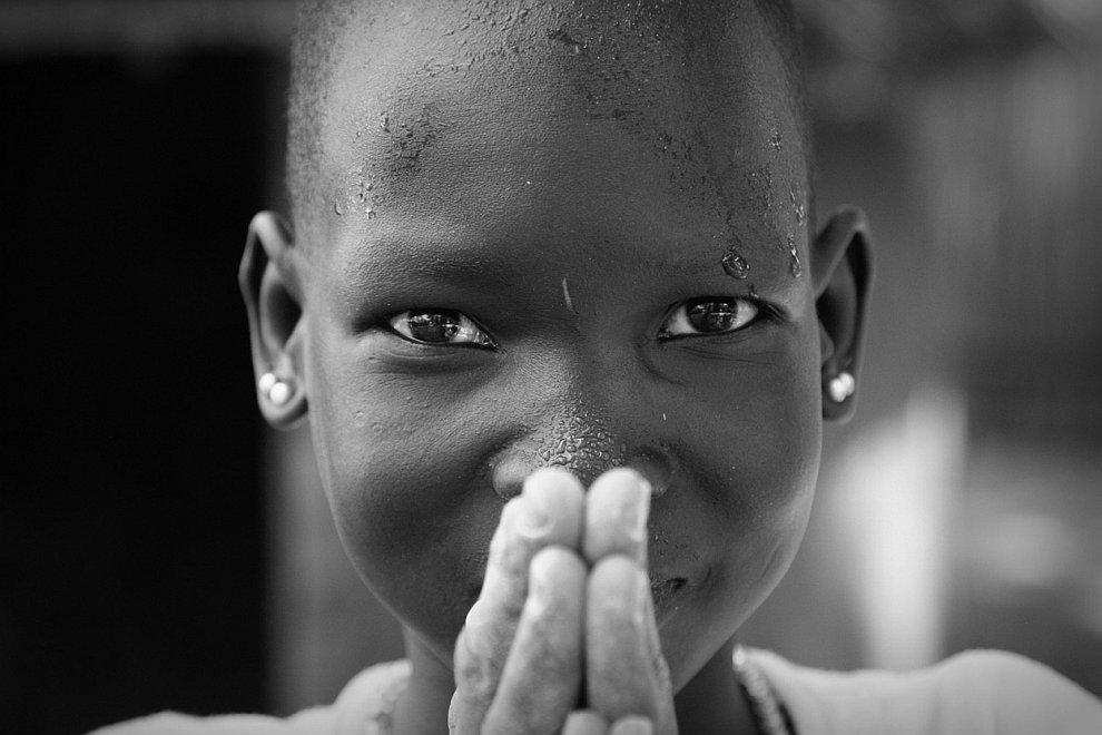Портрет мальчика из небольшой деревни в Южном Судане
