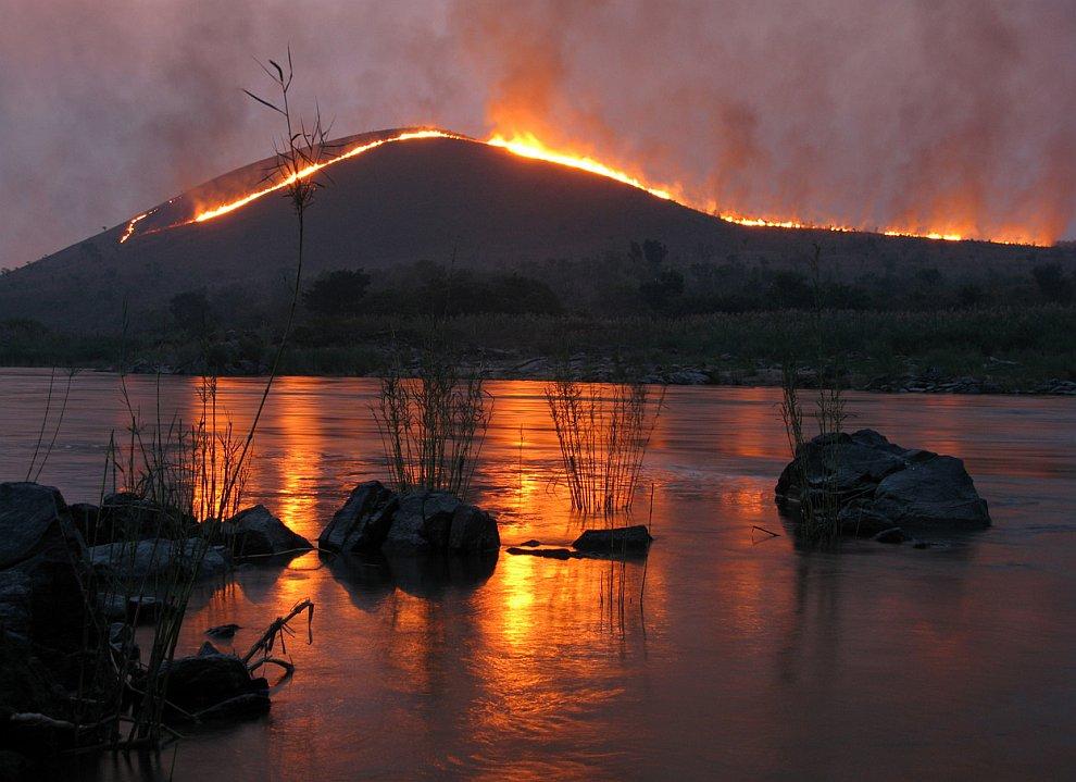 Река Конго и горящие холмы