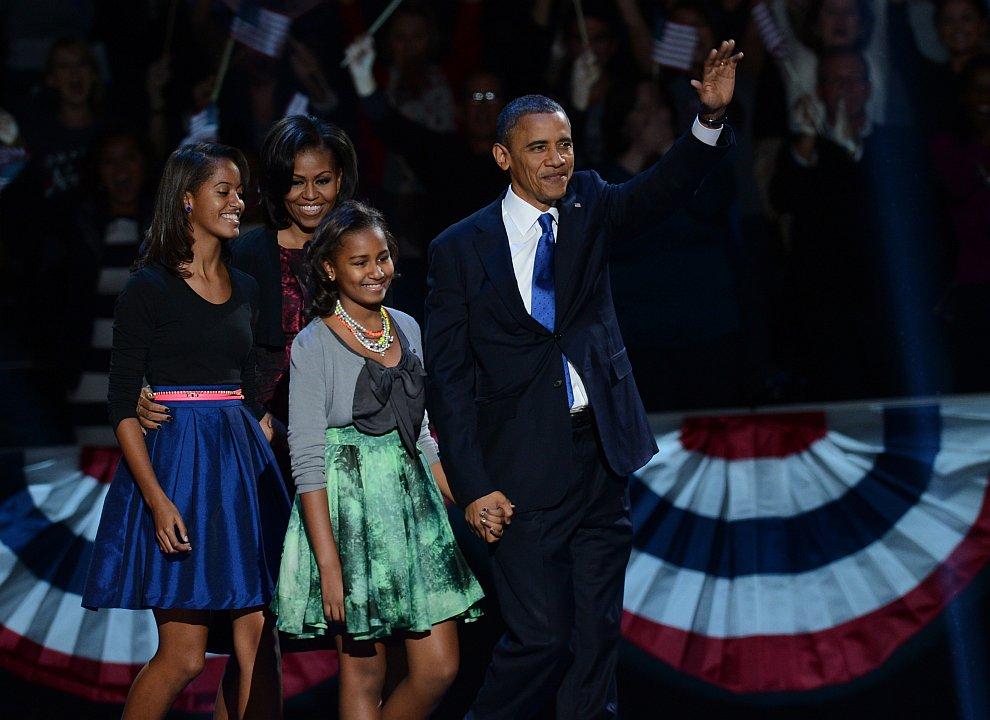 Барак Обама с семьей после победы на президентских выборах