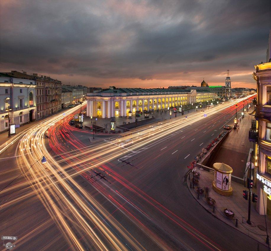 Гостиный двор, пересечение Садовой улицы и Невского проспекта