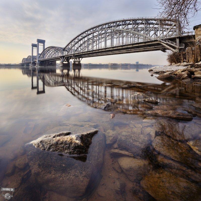 Финляндский железнодорожный мост, Нева