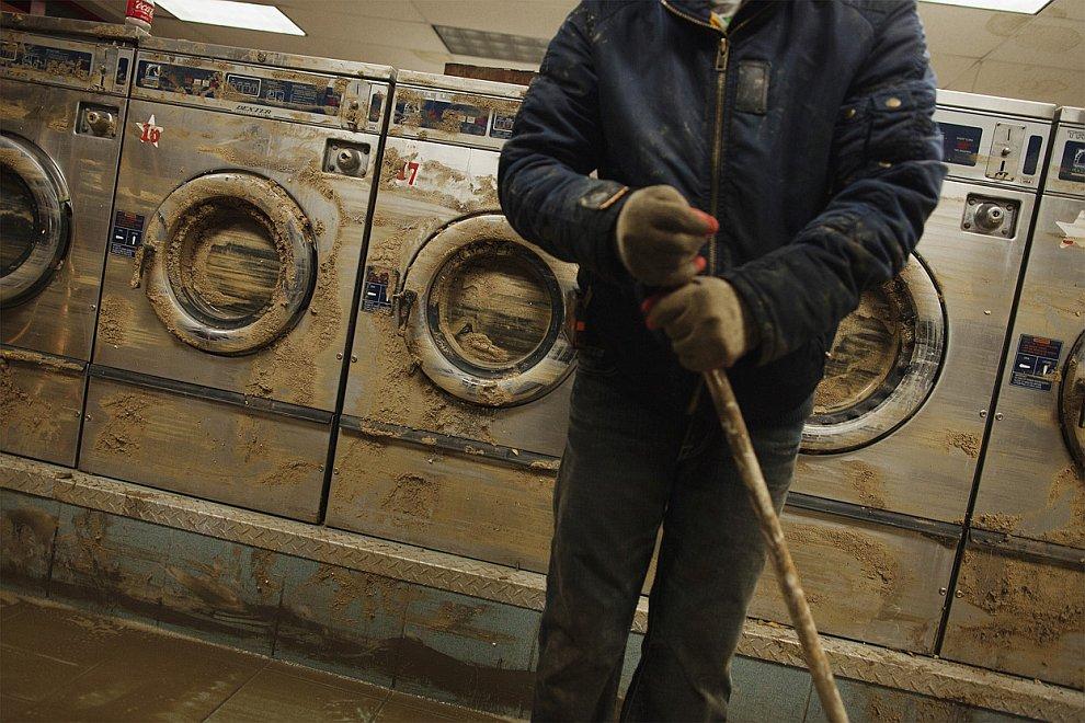 Чтобы возобновить работу прачечной ее сначала саму нужно отмыть