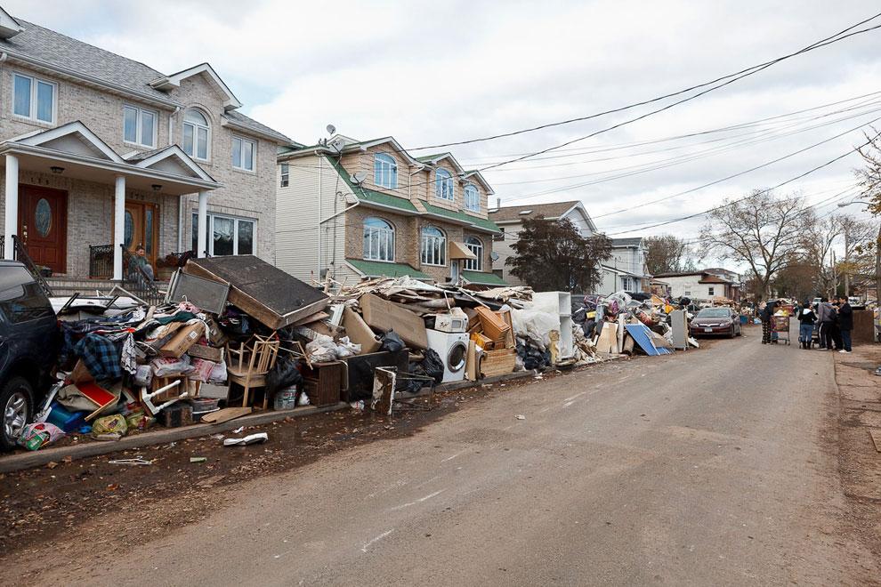 Поврежденные водой вещи в районе Стейтен-Айленде
