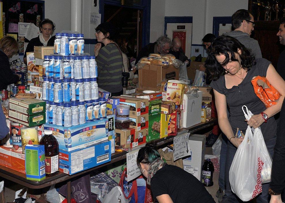 Пункт выдачи продуктов в церкви, Бруклин