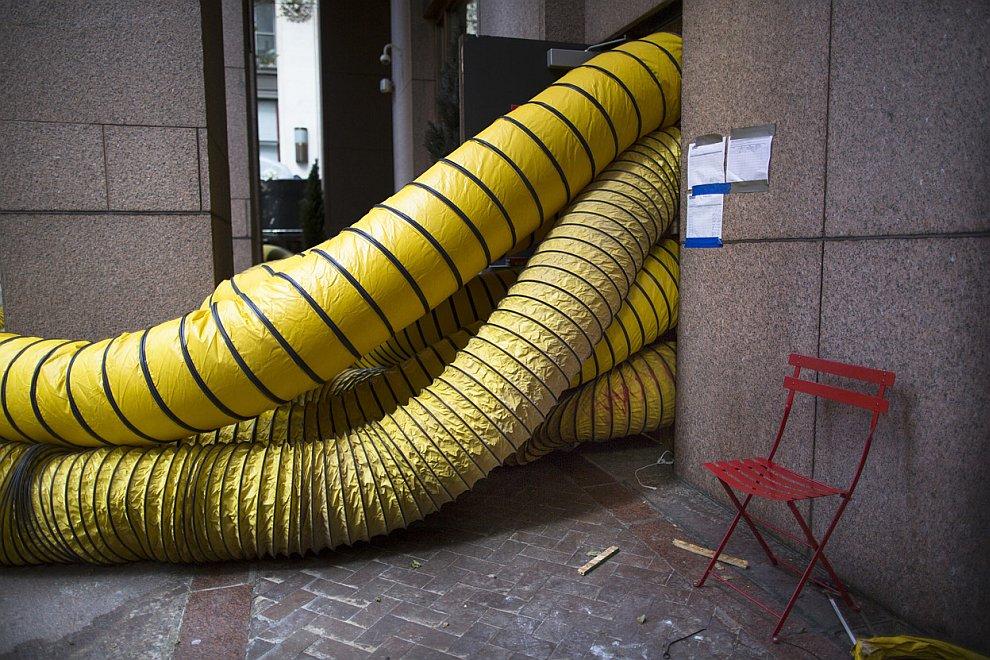 Вентиляционные трубы в здании в финансовом районе нижнего Манхэттена