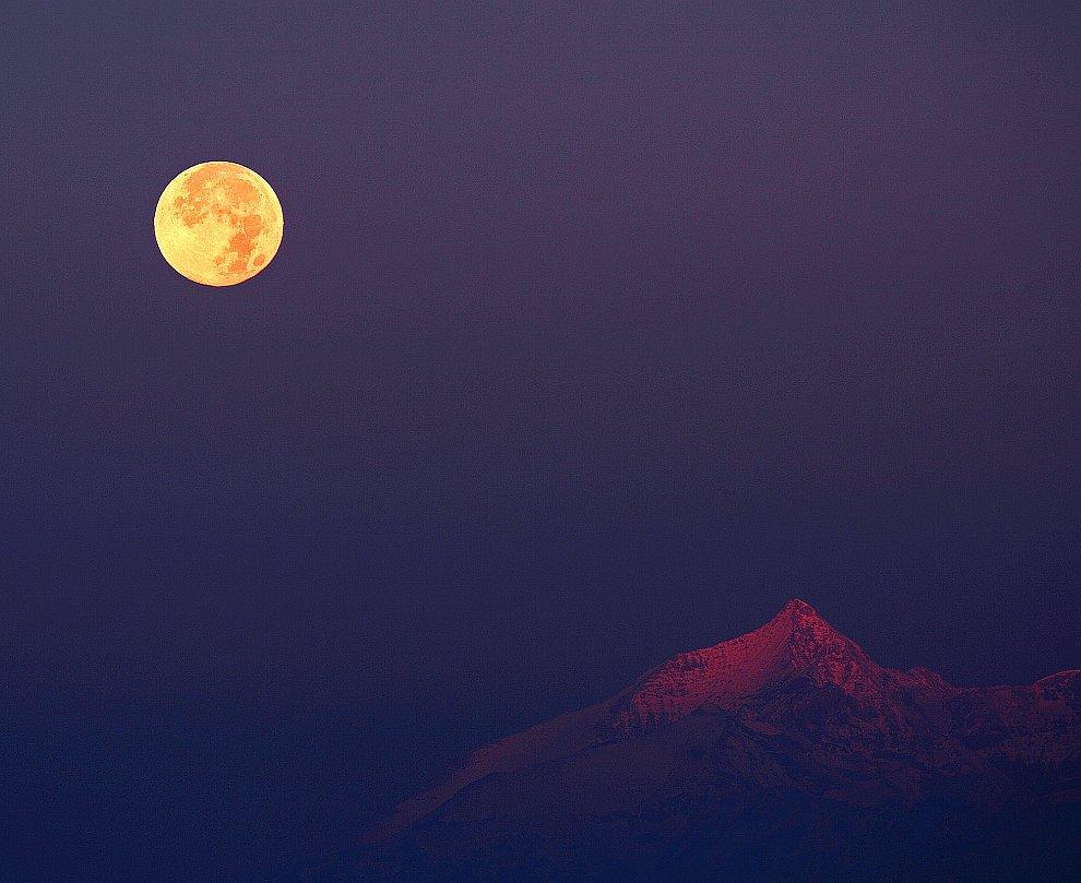 Охотничья Луна над Альпами