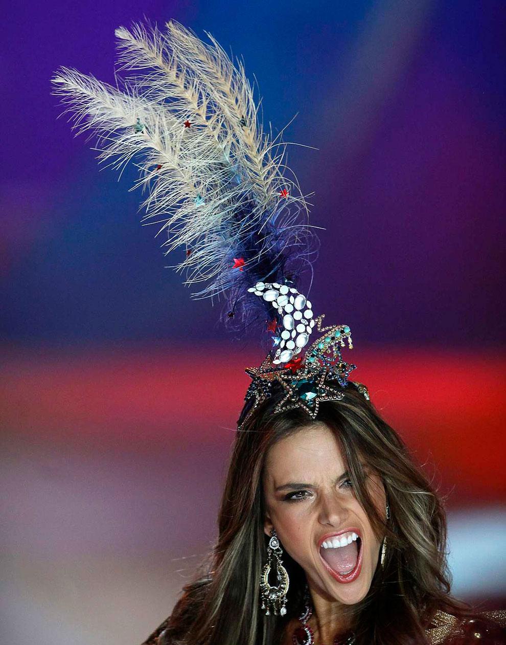 Ежегодное шоу Victoria`s Secret 2012