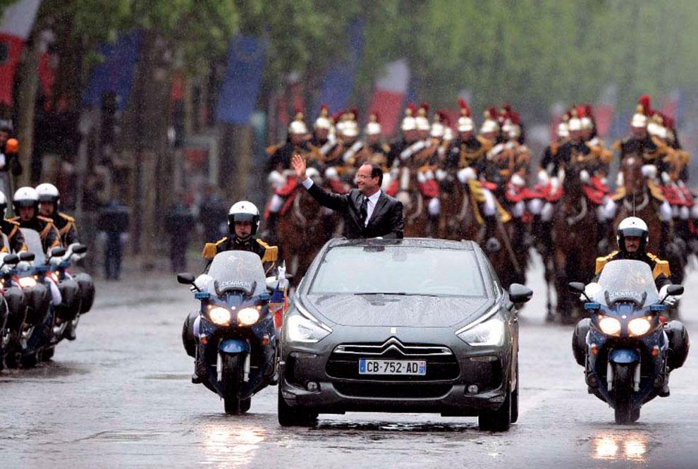 15 мая 2012 в Елисейском дворце в Париже прошла церемония передачи власти от Николя Саркози