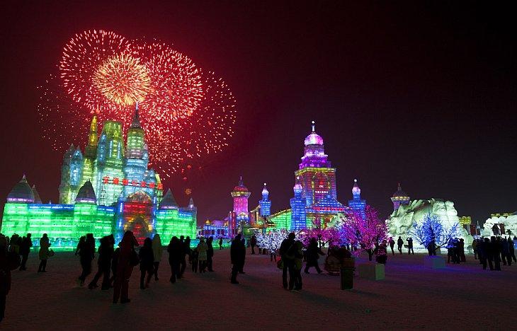 5 января 2012 в китайском городе Харбин открылся крупнейший Международный фестиваль ледяных скульптур и снега