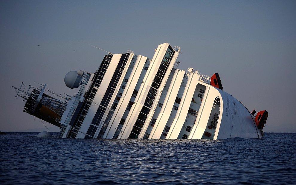 Costa Concordia (Коста Конкордия), на борту которого находились более 4 200 человек, потерпел крушение около острова Джильо у берегов области Тоскана в Италии