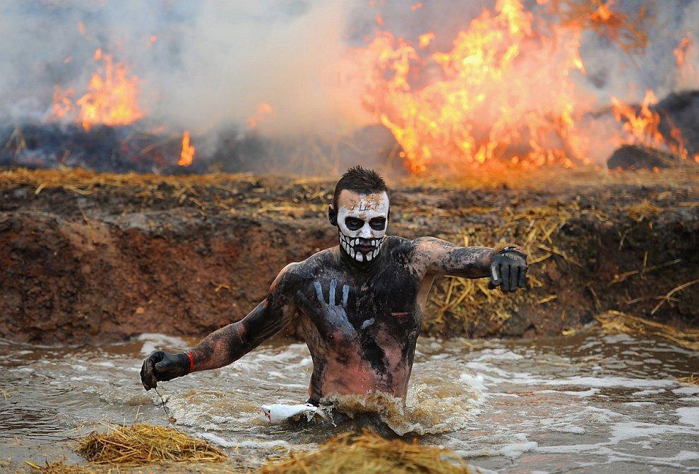 В январе 2012 в английском городе Пертон состоялся ежегодный забег с препятствиями Tough Guy 2012